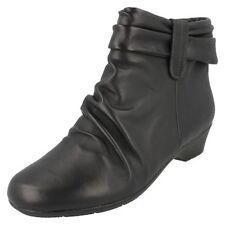 Stivali e stivaletti da donna mocassini Clarks
