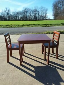 2010 Bergamo Solid Child's Wood Stained Table & 2 Chairs READ ALL DISCRIPTION !!
