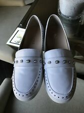 BRAND NEW WOMANS J SLIDES WHITE PEARL STUD SHOES 7 Womans Slip-On Loafers Oxford
