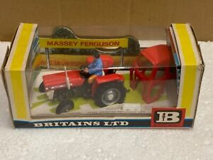 1/32 scale 1970's  Britains 9529 Massey Ferguson 135 tractor tracteur boxed
