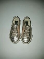 U.S. Polo Ralf Lauren girls shoes gold size 7.5 Us.