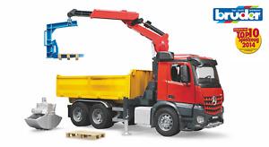 Bruder 3651 MB Arocs Baustellen LKW Lastwagen mit Kran und Zubehör Spielzeugauto