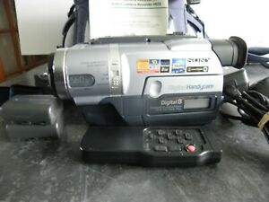 SONY TRV 14 DIGITAL 8 CAMCORDER GOOD WORKING ORDER, WITH BOOK, LEADS REMOTE ETC