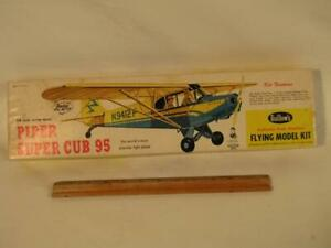 OLD BALSA WOOD GUILLOWS AIRPLANE MODEL IN BOX - PIPER SUPER CUB 95
