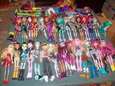 Monster High Dolls HUGE Large Lot of 32 Dolls with Clothes & Shoes
