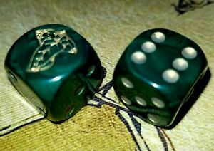 Rare 2x Leaves of Lorien Middle Earth CCG Dice 15mm Hunter Green & Gold MECCG