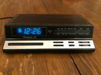 Realistic Chronomatic-268 (Radio Shack) AM/FM Alarm Clock. Wood Grain