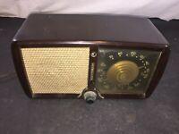 Vintage 1946 Zenith Consol Tone Bakelite Radio Made in USA Model 5D011