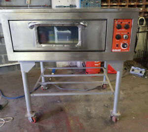 BLUE SEAL ELECTRIC PIZZA/ PASTRY OVEN ON STAND WITH WHEELS (REF-1819/586)