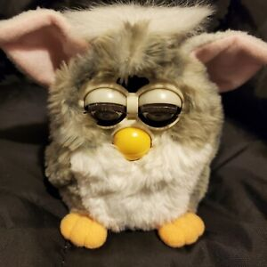 Furby 1998 Model 70-800 Tiger Electronics Grey and White Works.