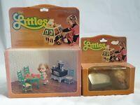 2x Vintage 1980 Mattel - The Littles Spielset: Belinda mit Küche & Hedy mit Sofa