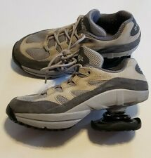 Z COIL Women's Shoes Size 7 Gray Taupe EUC