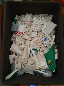 Almost 3kg of Lego mostly white pieces  As per image