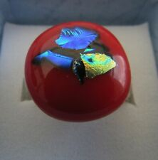 A RED DICHROIC ADJUSTABLE RING. (18mm x 16mm) SET ON  925 SILVER. (7)