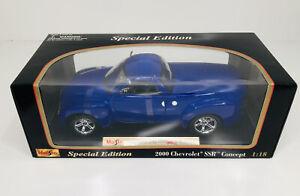 Maisto 2000 Chevrolet SSR Concept Special Edition Blue 1:18 Scale