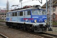 PHOTO  POLISH RAILWAYS -  PKP CLASS EP07 NO EP07-1018 VIEW 2 (WITH RIBBED SIDES