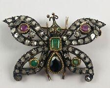 Spilla in oro e argento a forma di farfalla con diamanti , smeraldi , rubini e z