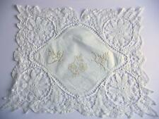 "Victorien/Edwardian replongé tape lace table mat, brodé 18.5"" x 15.5"""