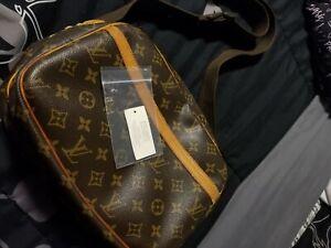 louis-vuitton crossbody messenger bag