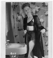 Akt Vintage Foto - leicht bekleidete Frau aus den 1950er/60er Jahren(105) /S200