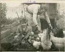 Dans le poulailler Vintage silver print Tirage argentique  8x11  Circa 193