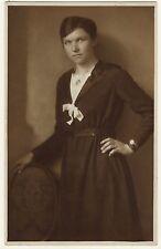PORTRAIT OF A PRETTY WOMAN IN HAMBURG, GERMANY (1919)