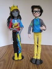MONSTER HIGH NEIGHTHAN ROT FREAKY FUSION & JACKSON JEKYLL HYDE STANDS HELMET