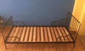 """Kinderbett """"Minnen"""" von Ikea, Metall schwarz, AUSZIEHBAR mit Lattenrost"""