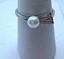 WHITE GOLD & PEARL RING. SIZE 7.5