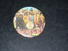 BADGE BEATLES - ST PEPPERS LONELY HEARTS CLUB BAND - DES ANNEES 1970
