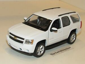 WELLY 2008 CHEVY TAHOE LT SUV 1:24 SCALE BRIGHT WHITE FREE SHIP