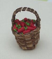 panier avec fraises miniature,maison de poupée,vitrine,jardin,épicerie,  **CL3