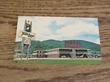 Williamsburg, KY Trave Lodge Postcard (FC1-4)