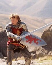 William Moseley UNSIGNED photo - D2001 - The Chronicles of Narnia