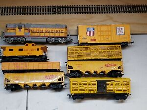 UNION PACIFIC 7 CAR FREIGHT TRAIN SET. WITH LOCOMOTIVE H.O. SCALE EXCELLENT.