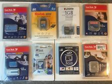 One(1) Memory Card●SDHC•xD-Picture•microSD•MemoryStickPro•CompactFlash●256MB-4GB