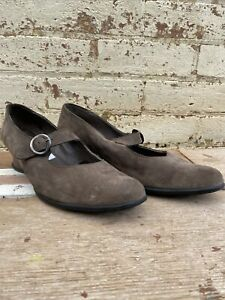 Stylish ' ARCHE' Leather Buckle Wedge Heel - Made in France, Size 41 (Grey)