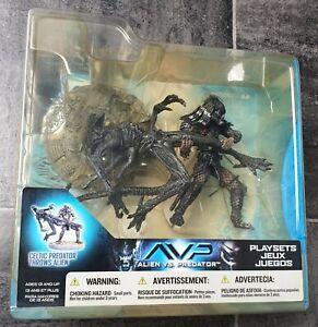 Alien vs Predator - Celtic Predator throws Alien - Unopened Mcfarlane toys- RARE
