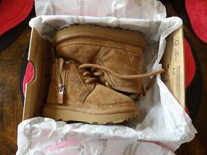 Ugg Neumel Chestnut Boots Toddler Size 6, S/N 1017320T