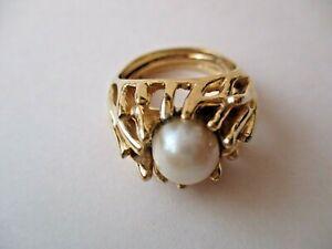 Trifari Crown anello dorato con perla anni '60