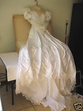 TRADITIONAL LONG LACE SLEEVE CATHEDRAL TRAIN EMBROIDERED WEDDING GOWN DRESS VEIL