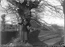 Jeune femme étole manchon fourrure négatif photo verre photo - an. 1910 1920