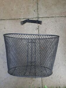 PRIDE CELEBRITY XL Front basket with bracket from mobility scooter