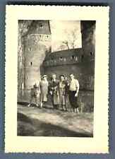Belgique, Beersel, Pâque, 13 Avril 1952  Vintage silver print.  Tirage argenti