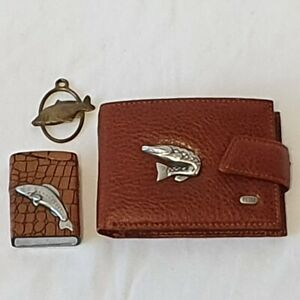 A gift for a fisherman : A purse, a keychain, a lighter.