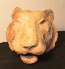 """Sculpture en terre cuite """"Tête de lionne"""""""