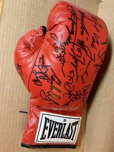 EVERLAST BOXING GLOVE SIGNED BY 19 JOE FRAZIER GRIFFITH HITMAN HEARNS GAVILAN