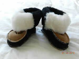 Very cute baby shoes/boots leather and fur size  4.5-5