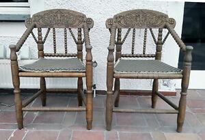 Zwei Worpsweder Stühle mit dekorativen Schnitzereien - Standort Warstein