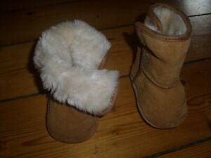 Schuhe Stiefel Fellschuhe Baby Größe 17